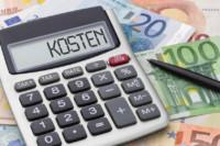 Taschenrechner mit Geldscheinen - Kosten